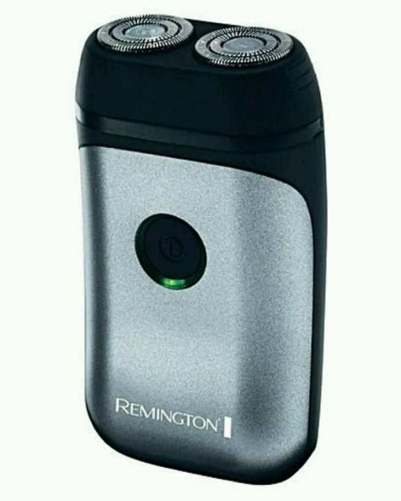 Remington R95 Rotary Travel Shaver by Remington
