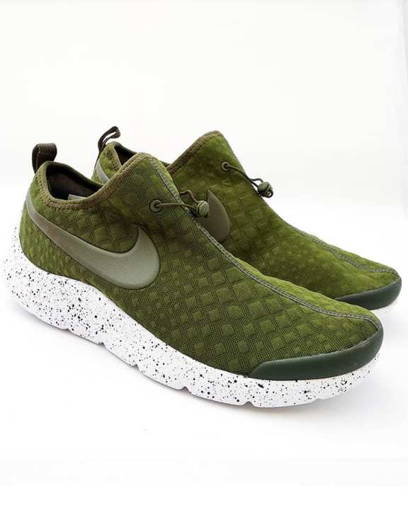 Green With -White Sole Sports Shoes For Men