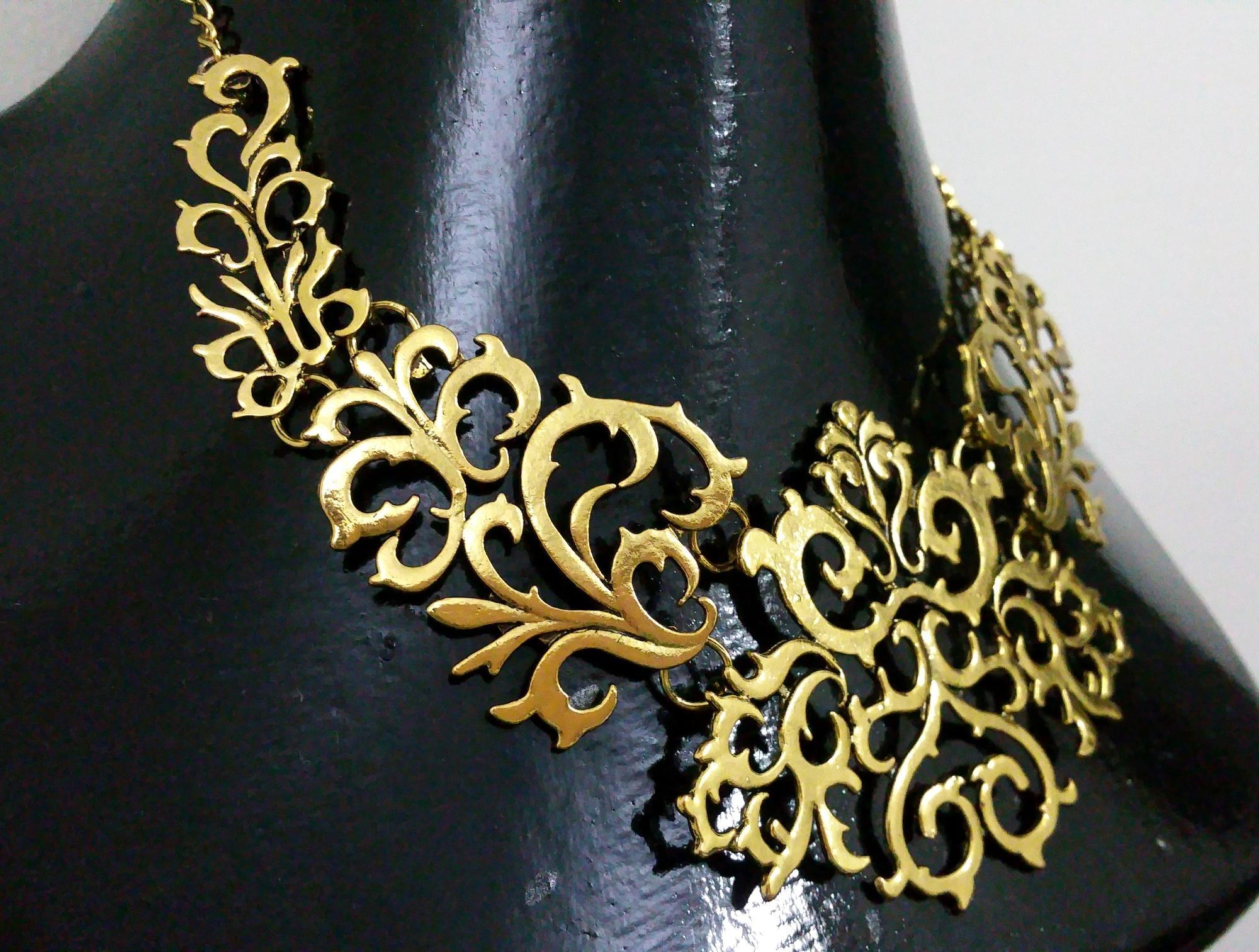 NéonKrallık Bold Metal Filigree Collar Necklace (Gold)