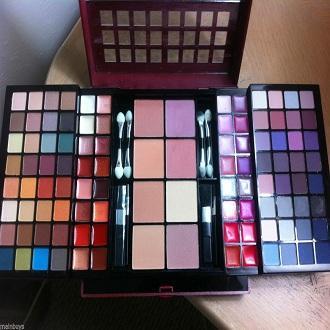 New Macys Deluxe Beauty Palette Makeup Kit Gift Set Great Gift