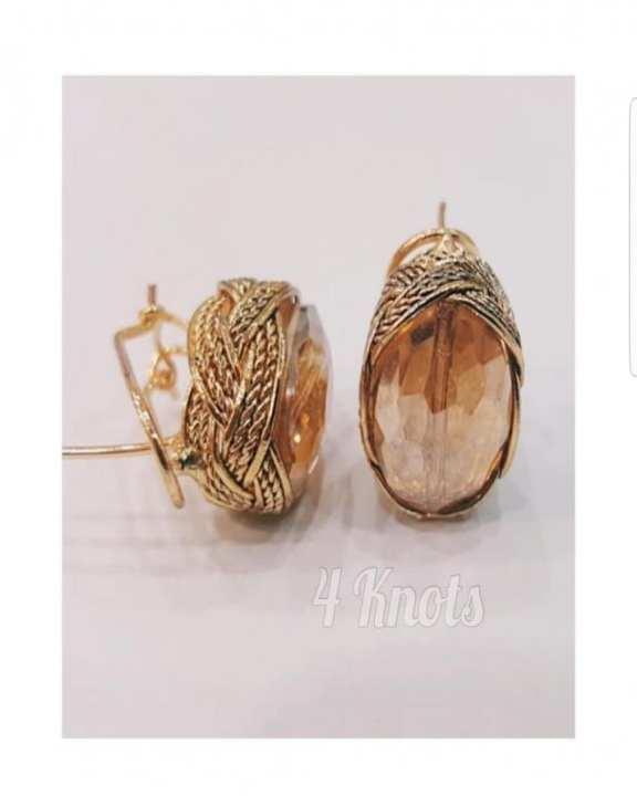 Oval Stud Earings (Champagne)