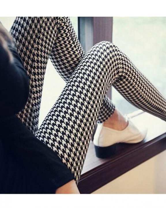 Black And White Polyester Skinny Striped Printed Leggings For Women