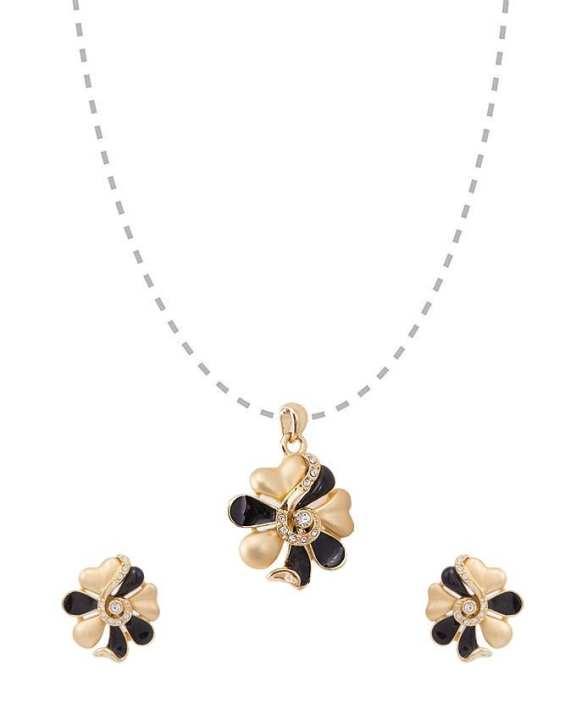 Golden Alloy Pendant & Tops for Women -SAN00218