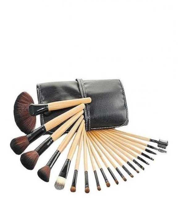 Set of 18 Makeup Brushes - Brown