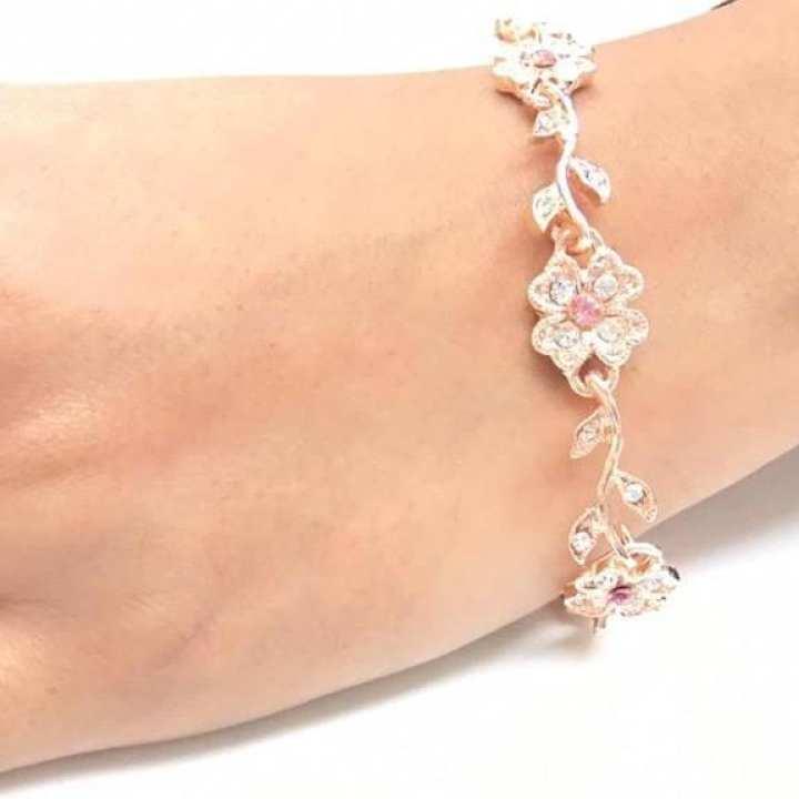 Golden Crystal Rhinestone Flower Fashion Bracelet