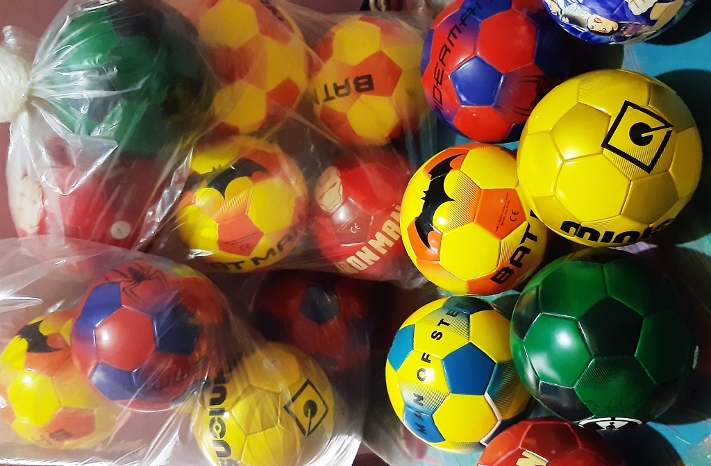Mini Football for Kids   Thermal Bounded Air Less Mini Ball   Airless Ball for Kids   For Kids   Mini Soccer Ball   Quality Guaranteed   (Multi Design and Multicolor) Multi Color   Thermal Ball   Kids Ball   Small Football