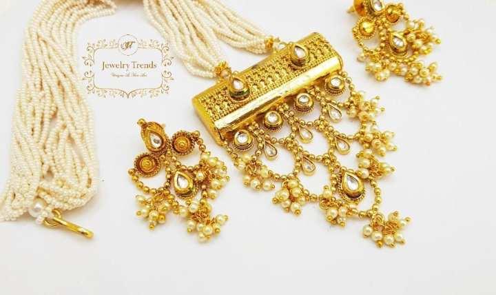 Stylish Kundan Maala With Beautiful Hanging Pearls