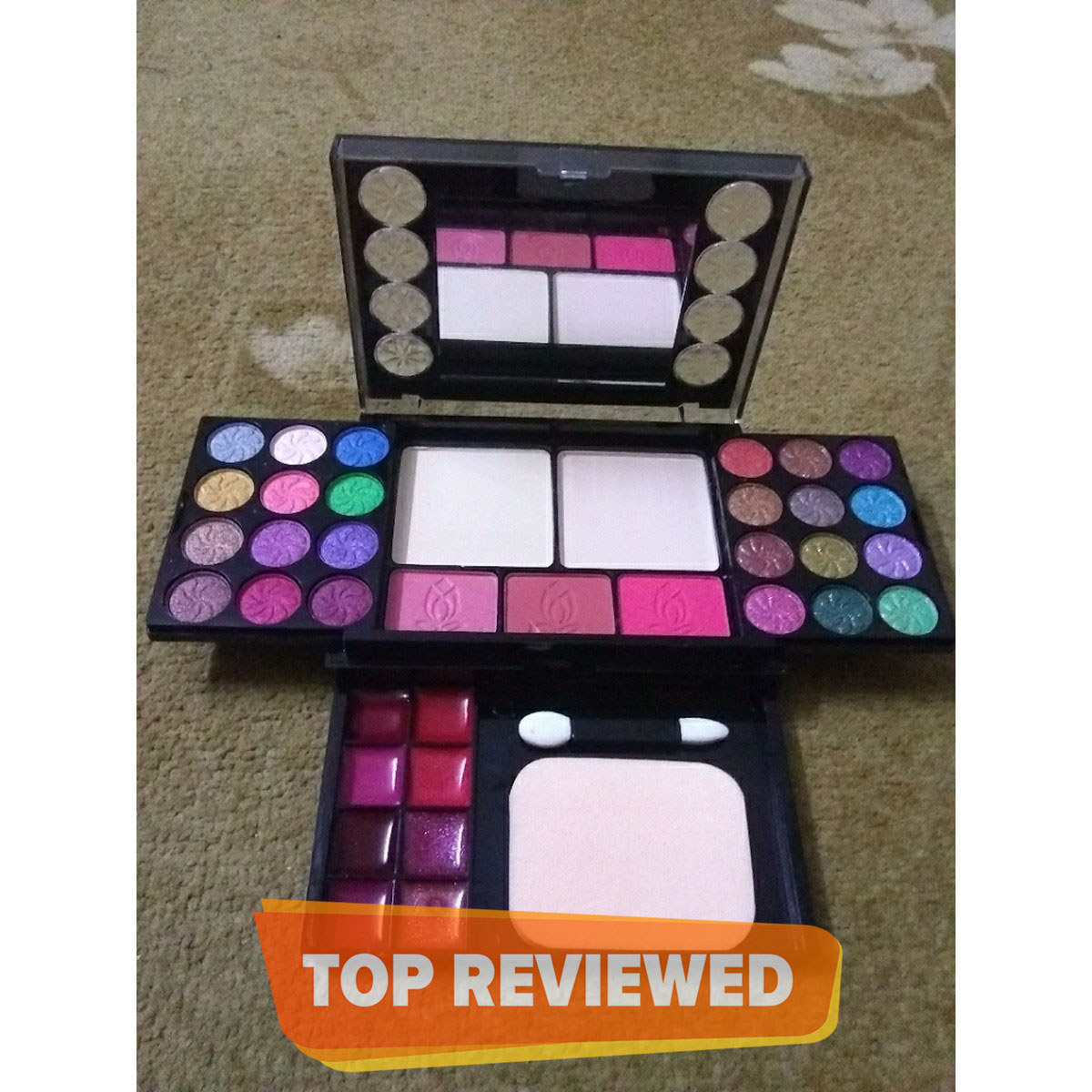 All in one Eye shadow kit - Travelling pack with to small brushes Easy To Handle Make-up Kit New Fashion