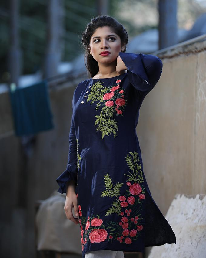 4dc7a2bd5c Narmeen Blue Embroidered Kurti National Style Floral Embroidery Lace Up  Kurti Cotton Evening Wear