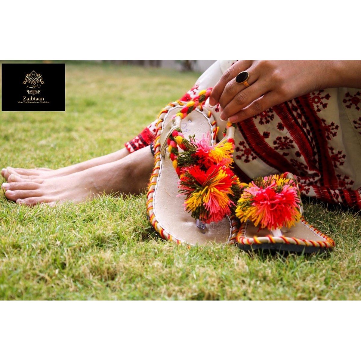 Zaibtaan - Traditional Hand Made Balochi Sandal for Women - Toe Thong Sandals for women - Flip Flop Sandals - Ladies shoes - Multicolor