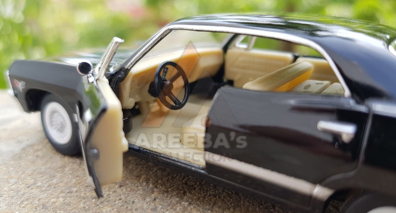 Kinsmart - 1/43 Scale Model Compatible with Chevrolet Impala 1967 - Diecast