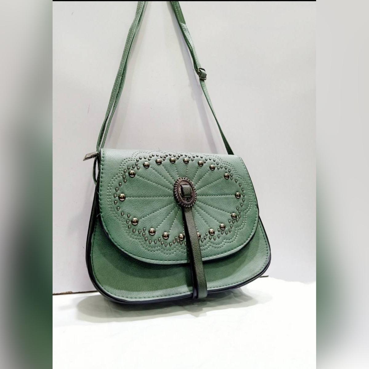 High Quality Pu Leather Stylish Frame Lock Shoulder Carry Bag, Backside Zip pocket,2 Styles Used Bag( Hand clutch+Shoulder Strap Carry ).