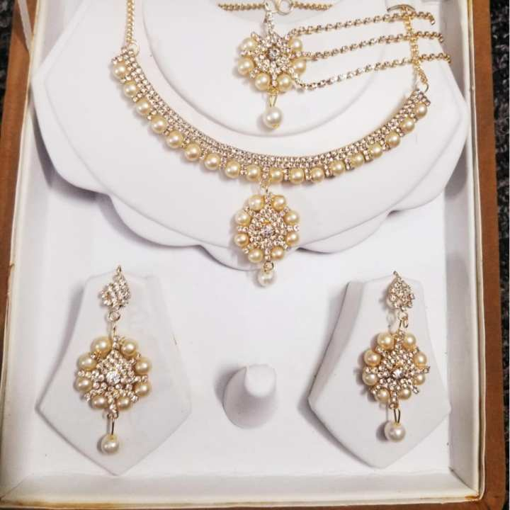 ZAR Zircon Jewellery Set with White Pearl