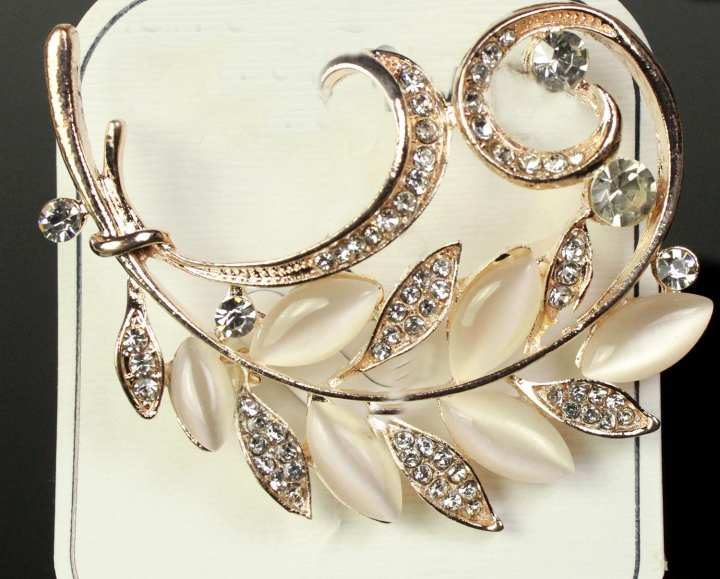 Golden Brooch With Stones and Pearl Shape Leaves