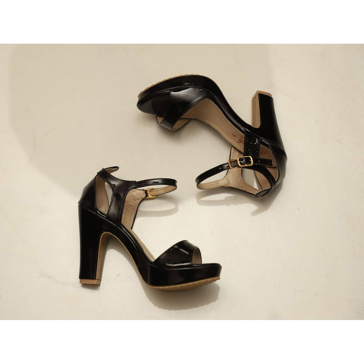 Stylish women shoes latest best party wear  famous  pakistani brand collection for women/ block heels platform shoes/ high heels sandals for ladies