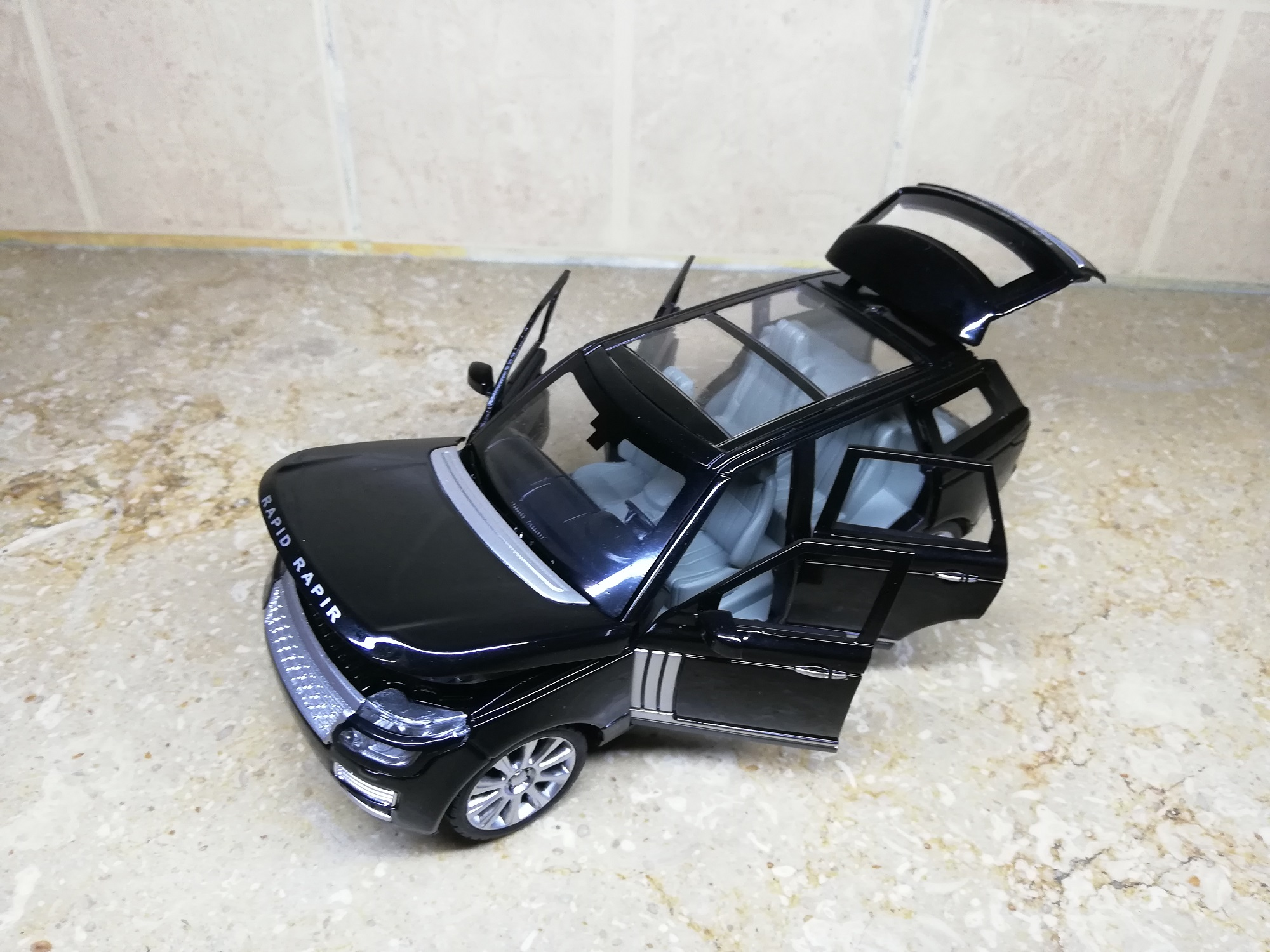 Range Rover / Rapid Rapir 1:24 XLG M923R DieCast Metal Model Cars Collectable Alloy Luxury Toy Car 8 inch Red Black die-cast