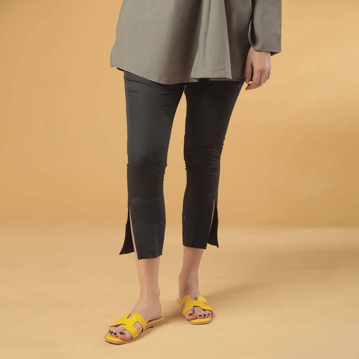 Maahru Black Capri Pants - P11