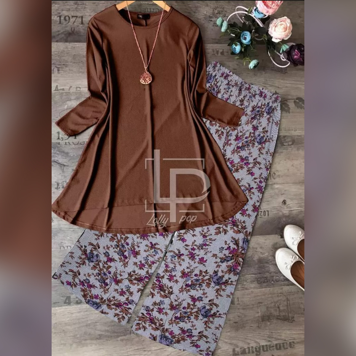 Unique collection new stylish plain kurti and printed trouser for girls and women's.