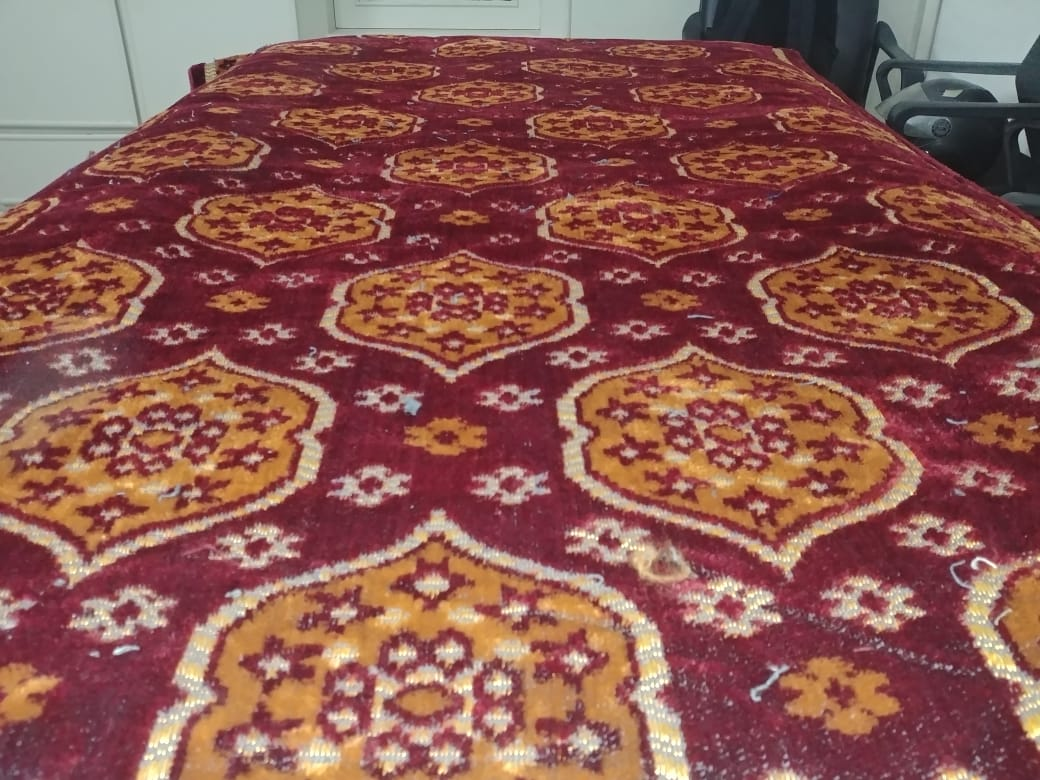 Floor center carpet piece, Carpets for Room Full Size- Thin Rugs and Carpets- (5x7 Feet) Carpets for room, Drawing room, living room, study room and etc