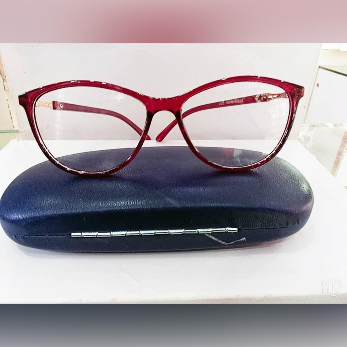 Woman eye glasses