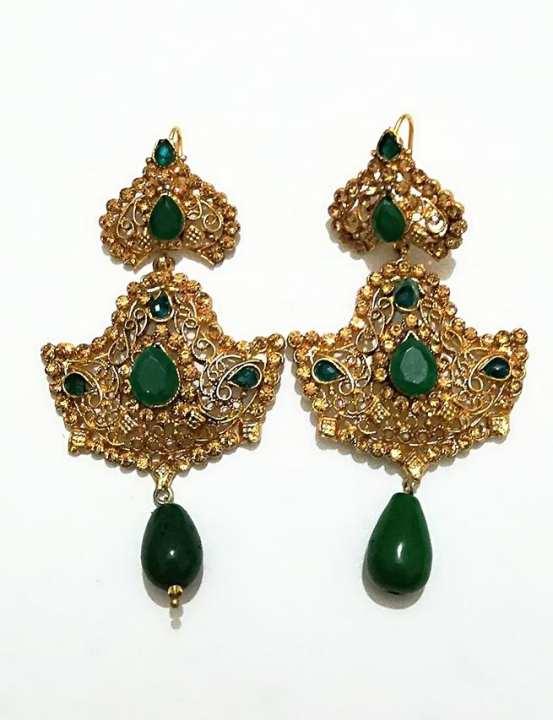 Earring In green