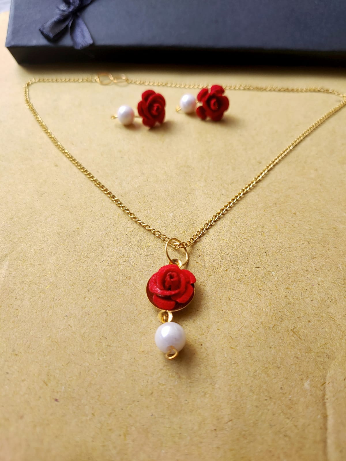 Rose Flower Locket Set Hard Tissue Flower Set With Earrings Golden Chain and Pendent and Free Box for Women and Girls Fashion 2021