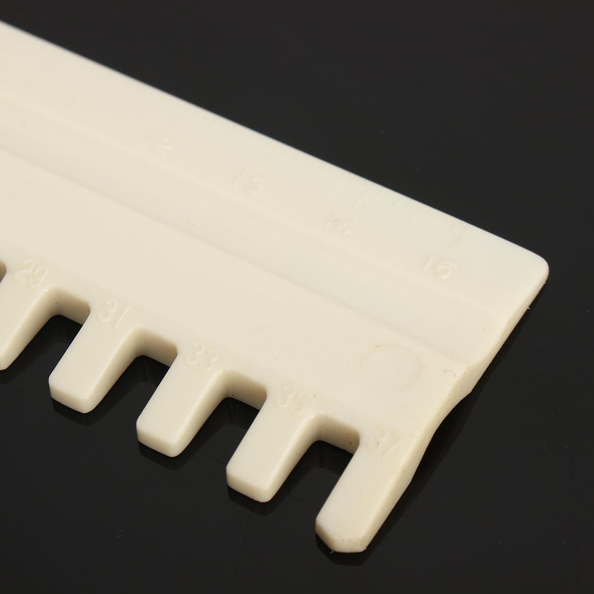 BT00089886 8 x 23mm /'Llama/' Round Wooden Buttons