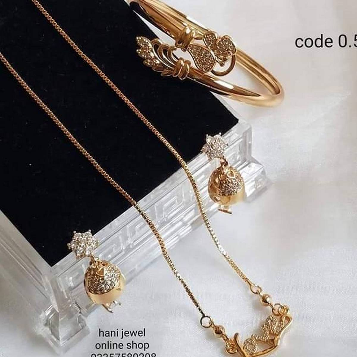gold pleted set looking gold fine quilty with finger ring or braceletes  New fashionable standerd design for her  Long lasting polish