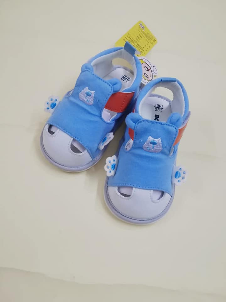 Imported quality footwear for your little one, comfortable and durable. This will protect your baby's feet effectively. Unique design will make your baby adorable.