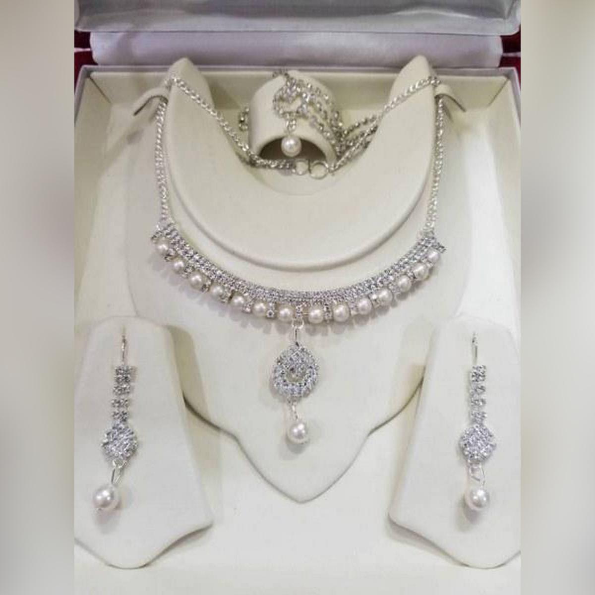 Girls Necklace ,Earrings ,Jewellery Set Silver Crystal Rhinstone Hot Fashion Trendy Style Party Wear, Bridal Wear , Fashion For Women