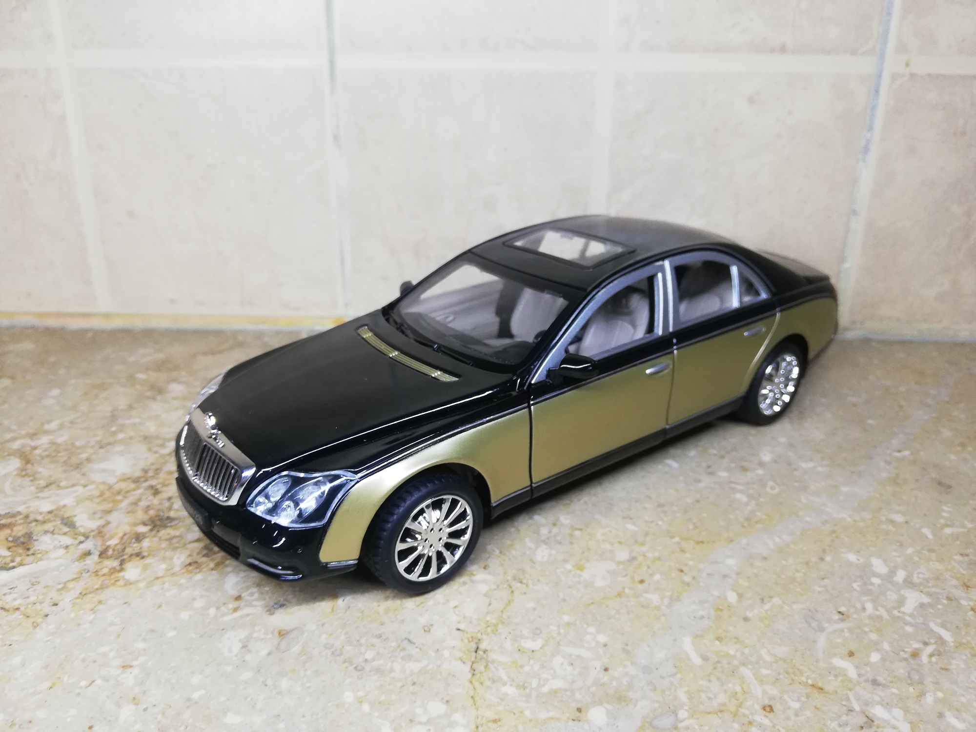Mercedes Maybach 62s 2003 1:24 XLG M929H DieCast Metal Model Cars Collectable Alloy Luxury Toy Car 8 inch Golden Silver Mercedez maybatch