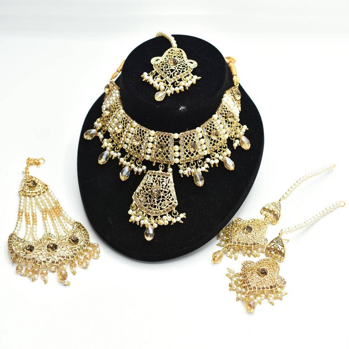 Fancy bridal Fashion set of necklace, earrings and tika jhumar
