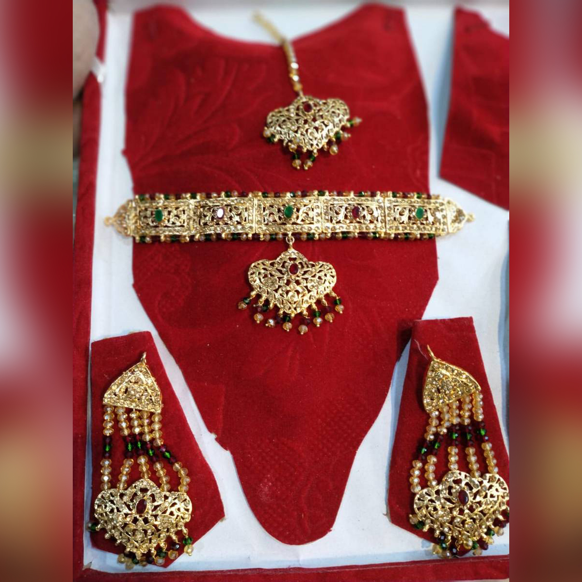 Girls Stylish And Fancy Jewellery Set