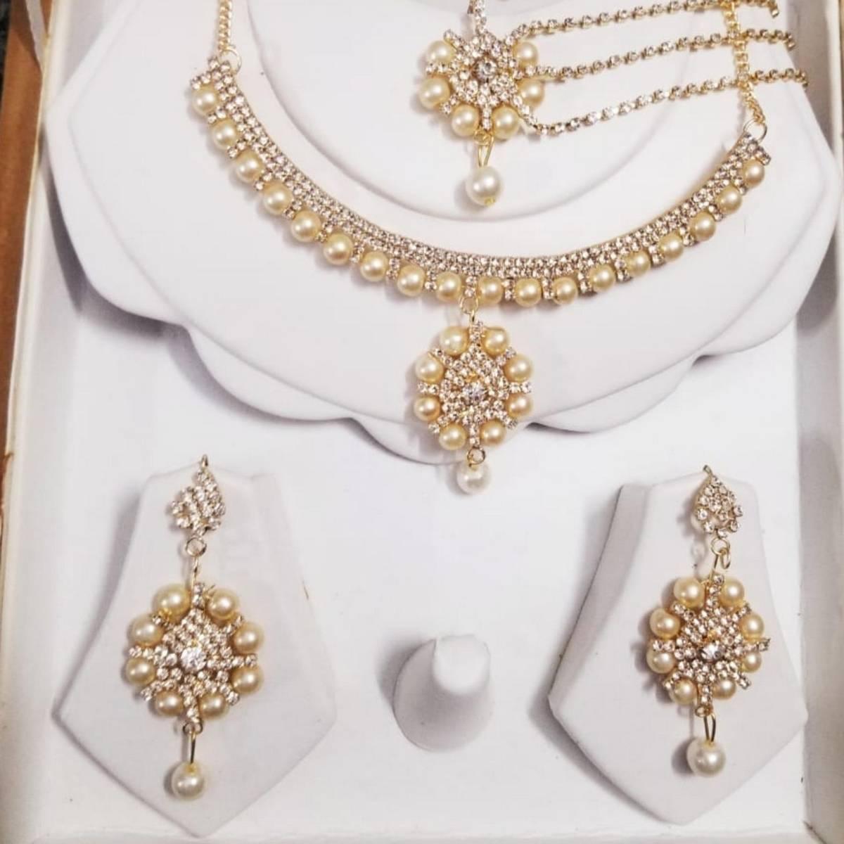 La Moda Golden Zircon Jewellery Set with White Pearl