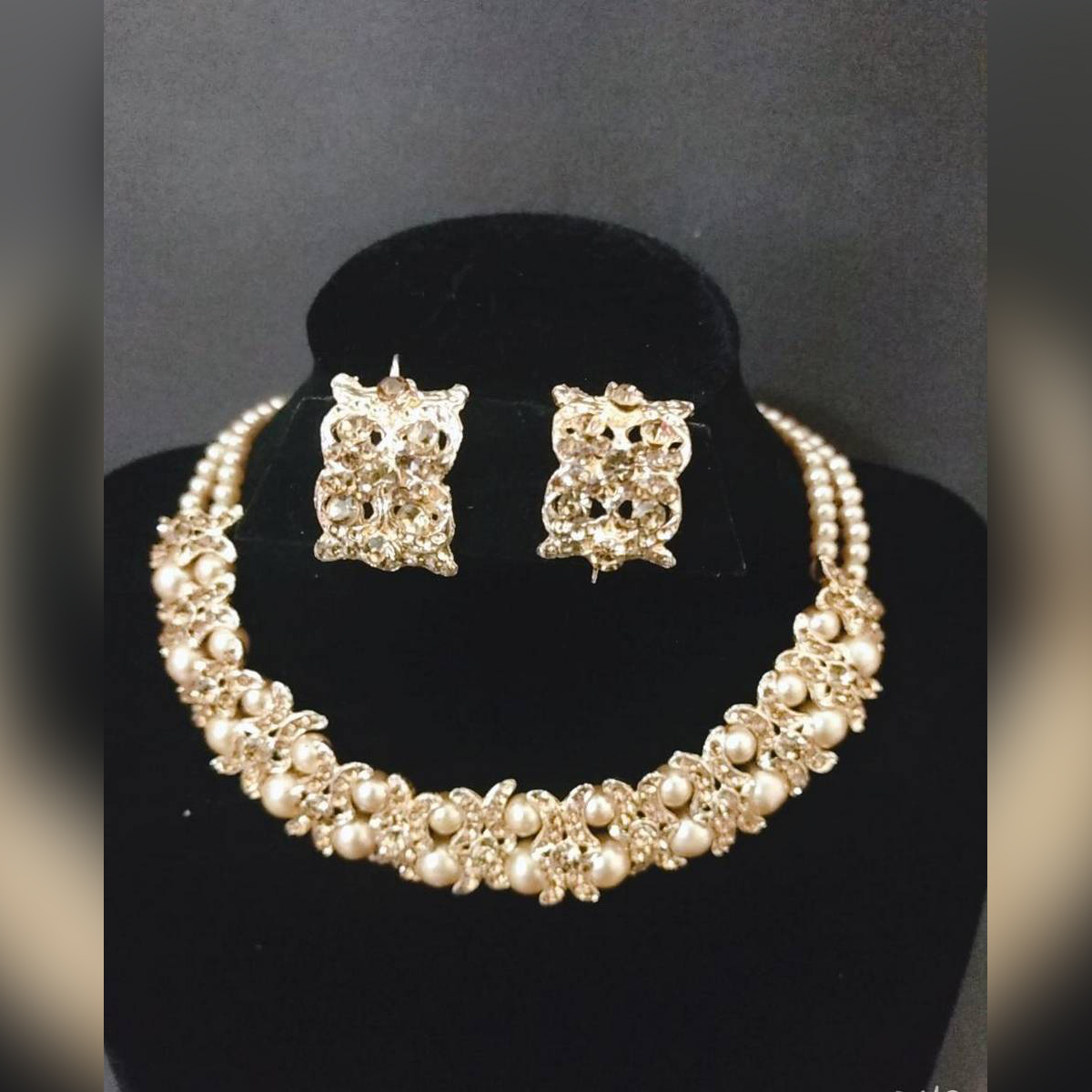 Women Classic Fashion Golden Jewelry Set With Box