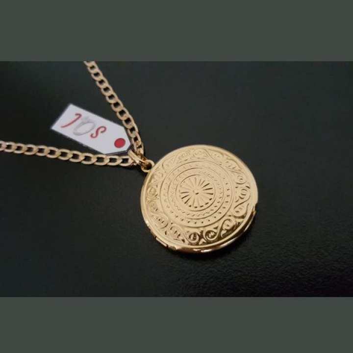 Elegant Openable Pendant with 1.25cm in Golden Tone