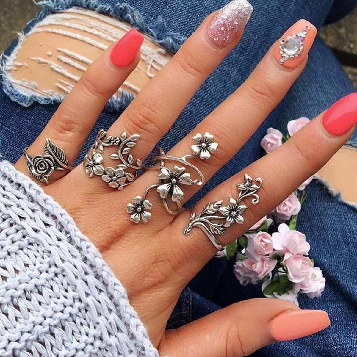 Pack of 4 Rings For Girls - Pack of Antique Silver Color Ring Set For Girls- Vintage Bohemia Ring Set For Women - Rose Flower Rings for Women - Charm Bohemia Floral Ring Set - Imported Rings Fashion Jewellery Trendy