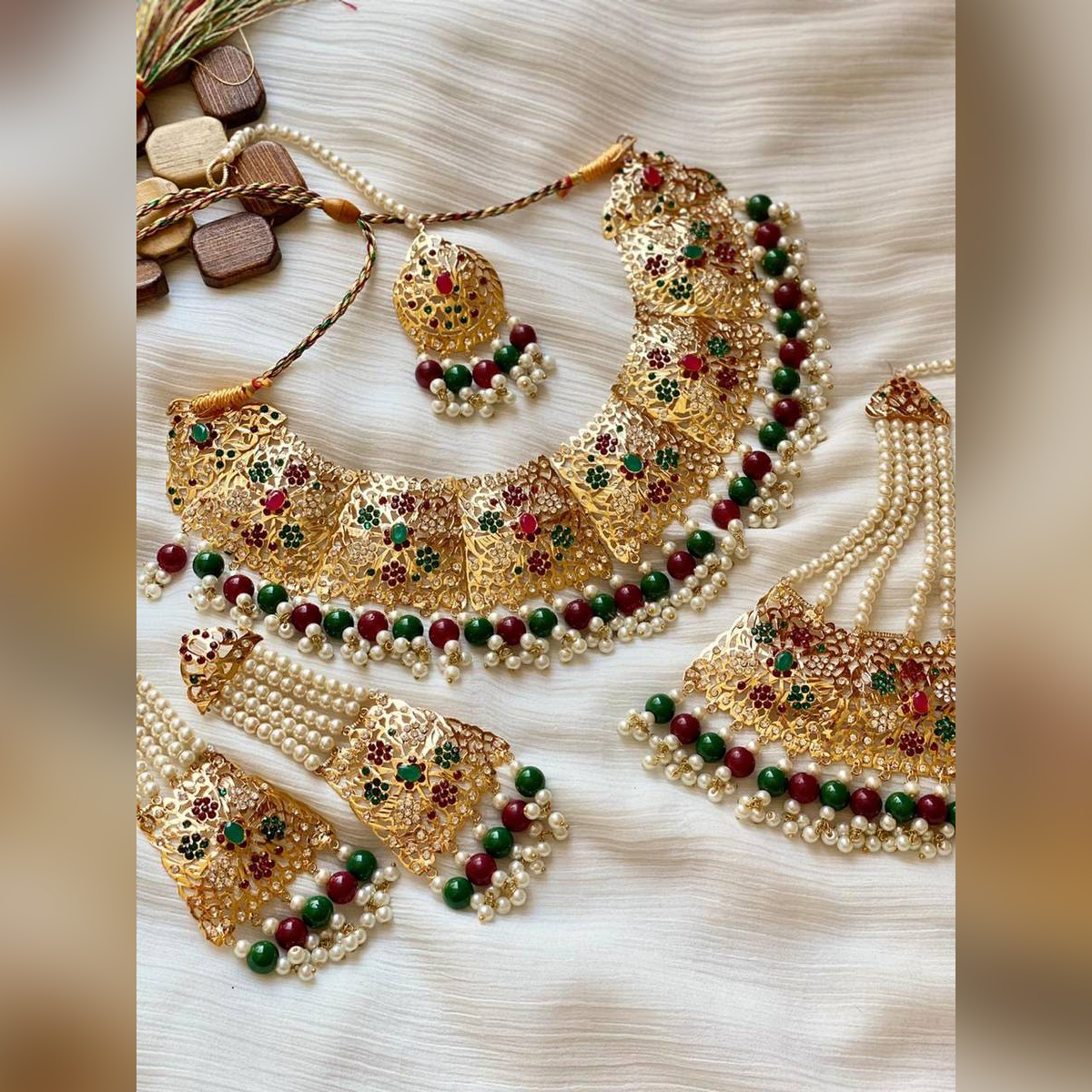 Gold plated fashionable set with gemstone new standards design beautiful look long lasting polish for women
