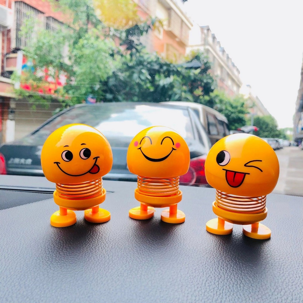 3Pc Emoji Funny Smiley Face Spring Dancing Toy for Car Interior Dashboard
