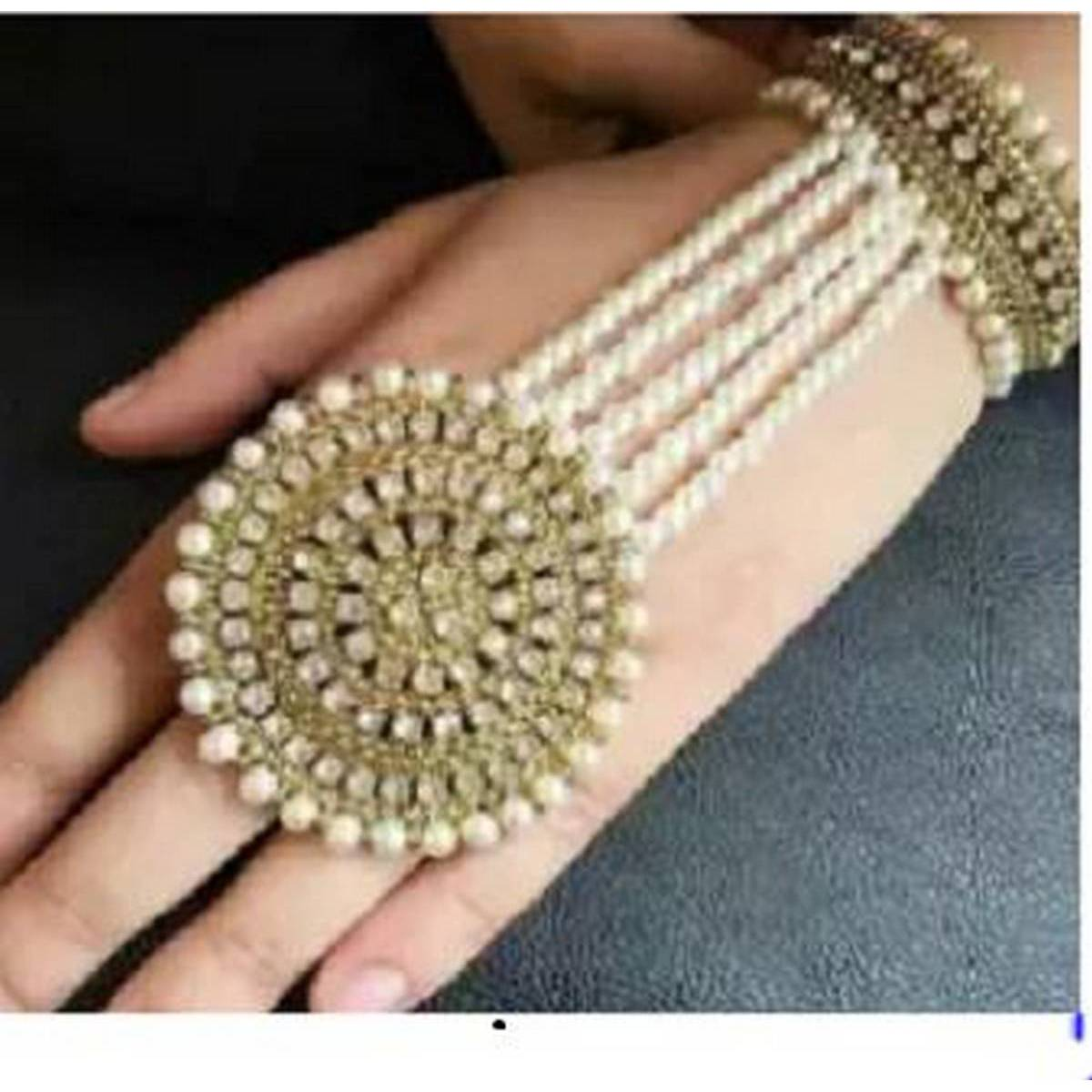 Elegant looking Metal Ring Bracelet for Women