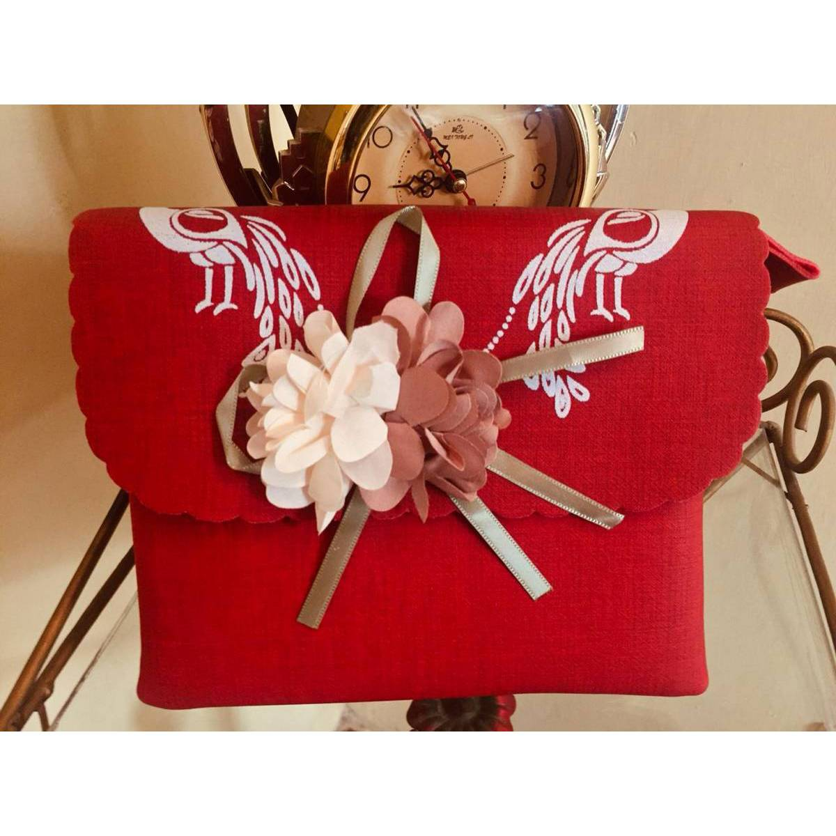 glamorous handsome leather stylish hand bags for college girls and for party small sixe handbag in red color red stylish purse with long stirp shoulder and hand carry