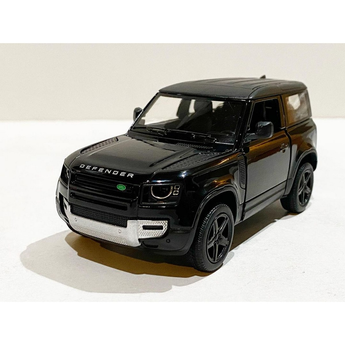 Kinsmart Land Rover Defender 90 - 1:36 scale Diecast Toy Car 5 inches