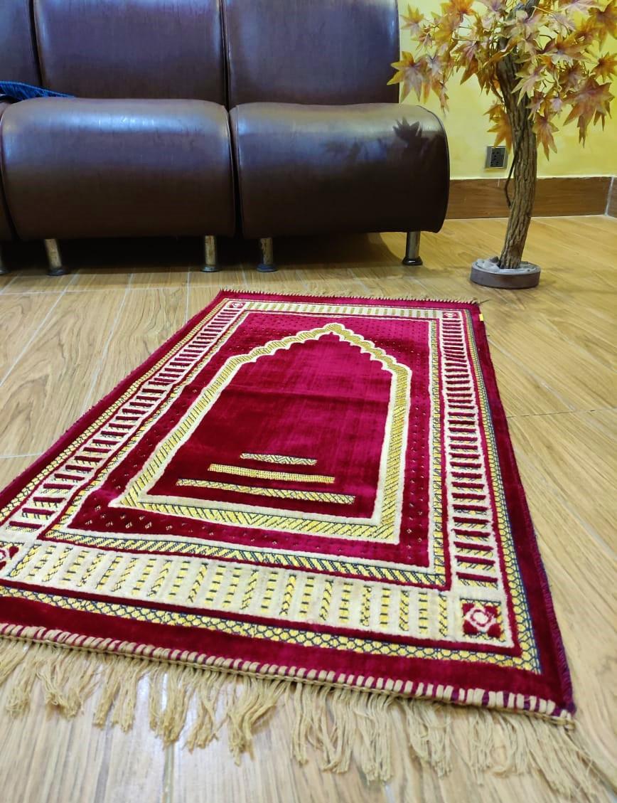 Traditional Mehrab Design Janamaz / Muslims Prayer Rug