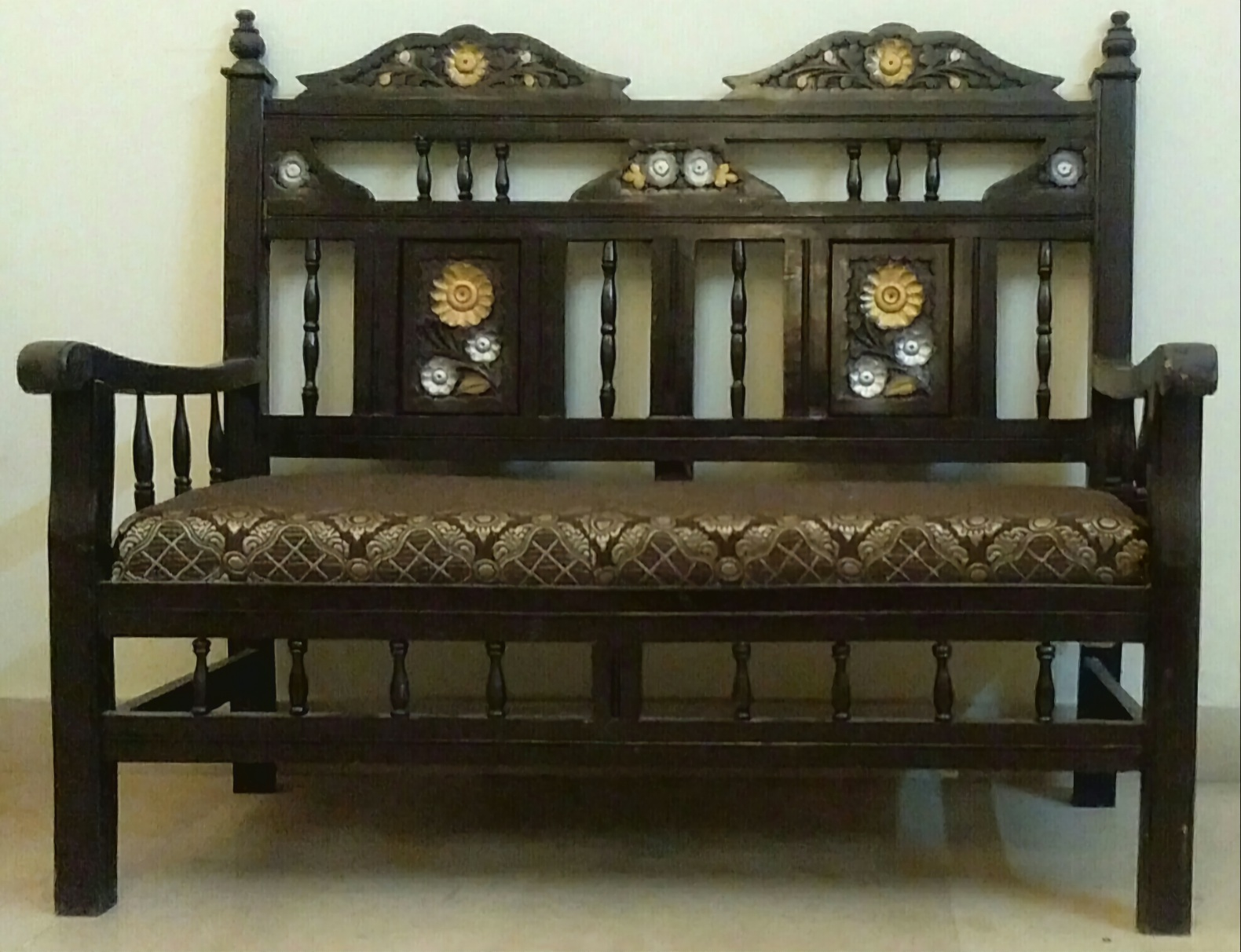 Wooden Sofa Set/Chairs/Couch Carved