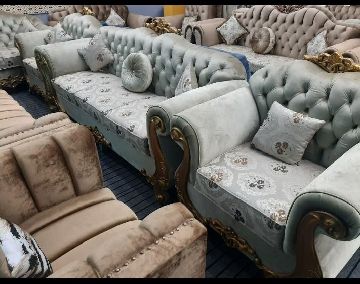 METRO Tufted Valvet Royal Design 5 Seated Sofa Set